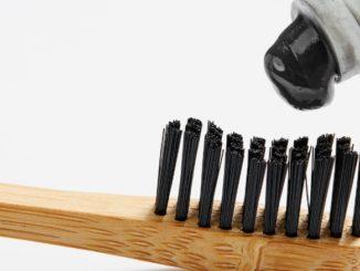 Les dangers du dentifrice au charbon